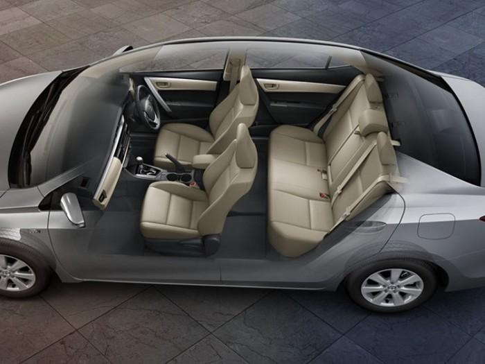Салон Toyota Corolla образца 2015 года остался довольно скромным