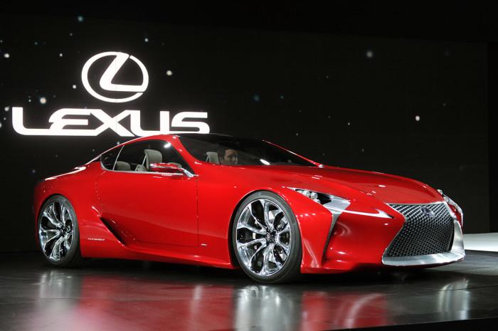 Lexus LFA имеет V-образный десятицилиндровый двигатель объёмом 4,8 л
