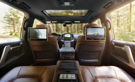 Тойота Ленд Крузер 300 2016 - задние сидения!