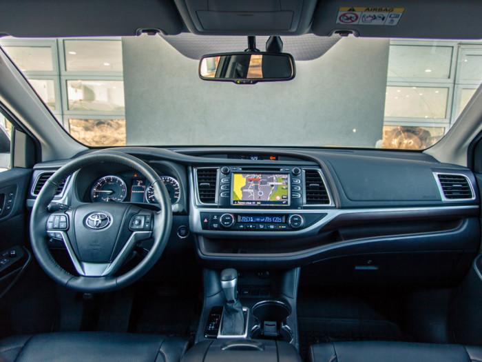 Интерьер Toyota Highlander 2015